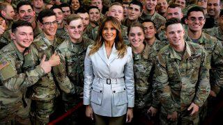 Melania Trump, con las tropas estadounidenses en Carolina del Norte / Gtres