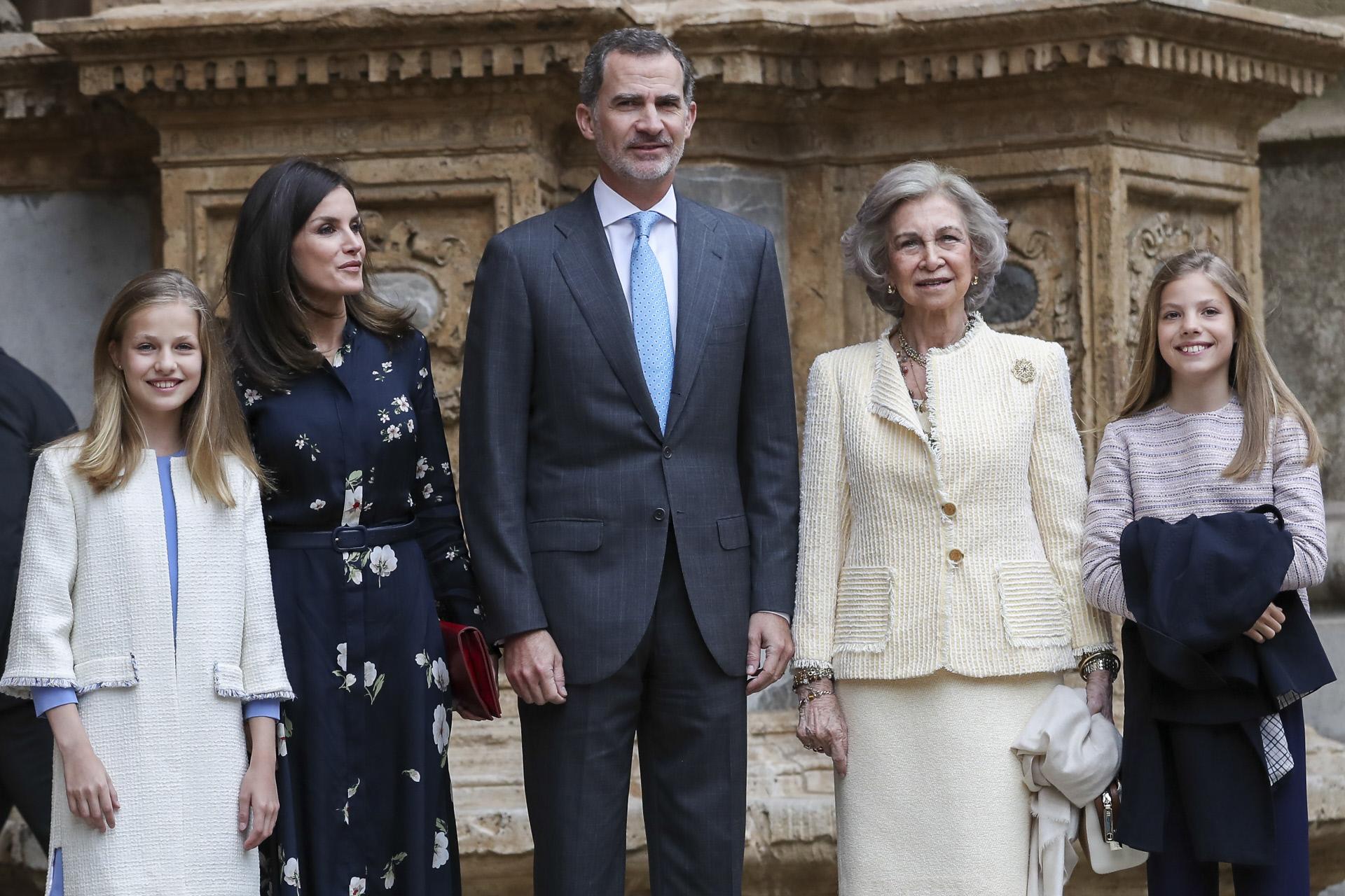 Doña Letizia recicla look 'low cost' en una importante reunión con la AECC