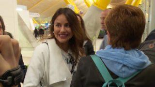 Chelo y Mónica poco antes de coger al avión que las lleva a Honduras / Gtres