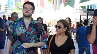 Lolita Flores y su amigo Pedro por las calles de Miami / Gtres
