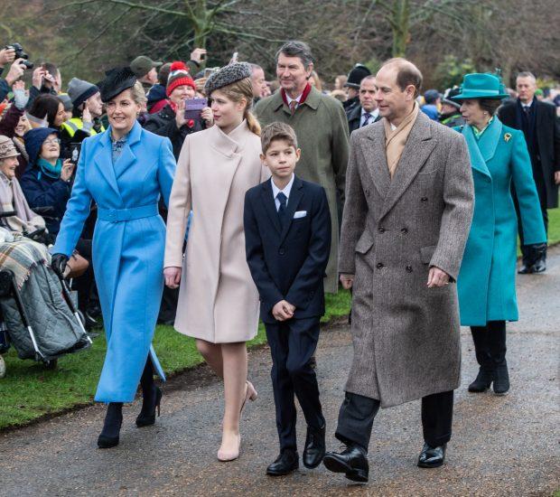 El duque de Edimburgo y su nieto de 11 años, pillados al volante sin carnet