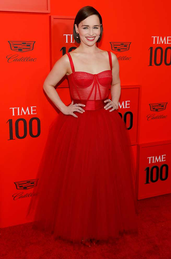 emilia clarke vestido rojo