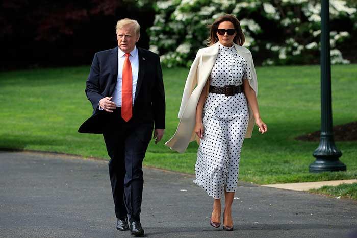 Melania Trump con vestido de lunares