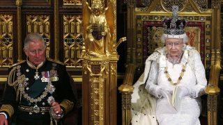 El príncipe Carlos y la reina Isabel / Gtres