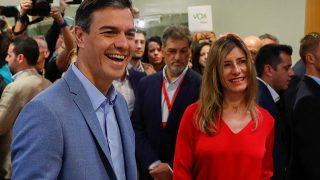 Begoña Gómez muy sonriente y cambiada junto a Pedro Sánchez/ Gtres