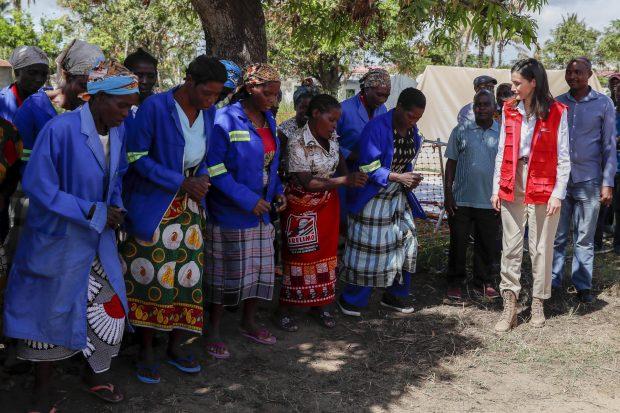 Doña Letizia cierra su agenda en Mozambique con una visita a la zona cero