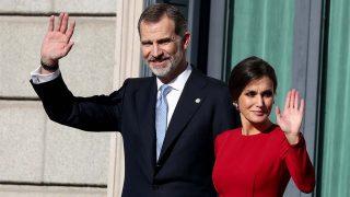 Don Felipe y doña Letizia se van de puente y plantan a la realeza europea / Gtres