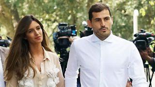 Iker Casillas abandona emocionado el hospital / Gtres