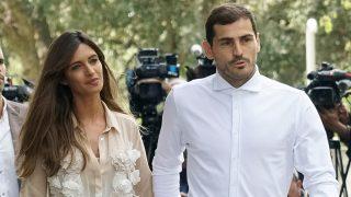 Iker Casillas y Sara Carbonero a la salida del centro médico / Gtres