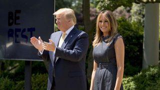 Melania Trump con el vestido denim que parece triunfar /Gtres