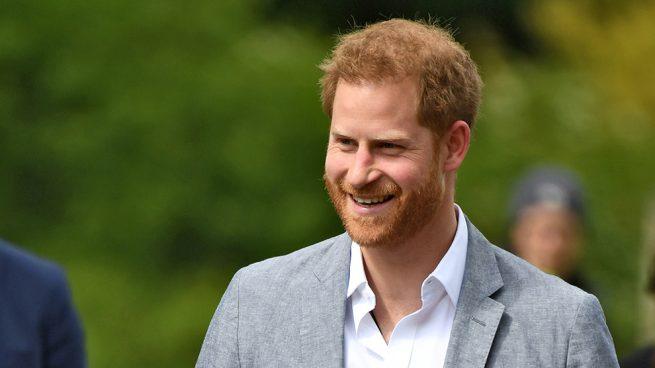 El príncipe Harry se salta la baja y sigue el ejemplo de la Reina