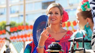 Vestida de flamenca y bailando sevillanas: Máxima se atreve con lo que no ha hecho Letizia en 15 años / Gtres