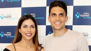 Marc Bartra y Melissa Jiménez tras el nacimiento de su segunda hija en Sevilla / Gtres