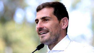 Iker Casillas, cuando recibió el alta médica en Oporto / Gtres