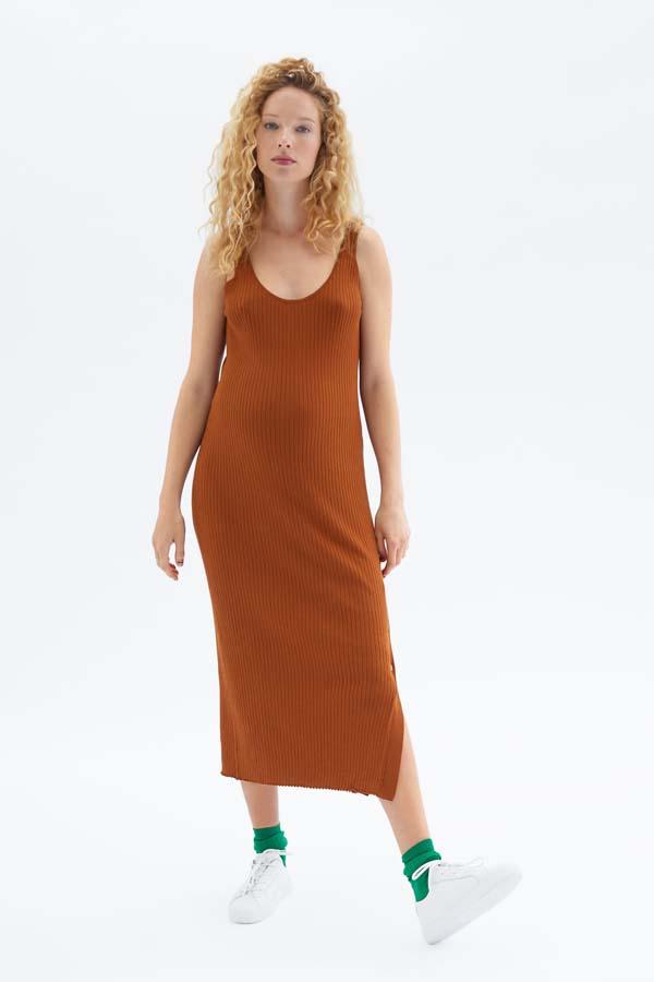 d0980ddaa Moda  Zara lanza su primera colección premamá para las embarazadas ...