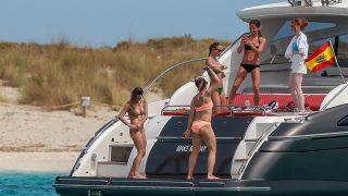 GALERÍA: Alicia Vikander se desmelena con sus amigas en Ibiza / Gtres