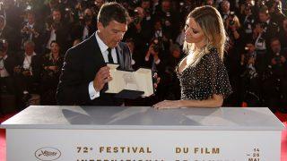 Antonio Banderas compartió el protagonismo del premio con su novia, Nicole Kimpel / Gtres