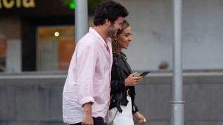 Willy Bárcenas y Loreto Sesma, caminando por las calles de Zaragoza / Gtres