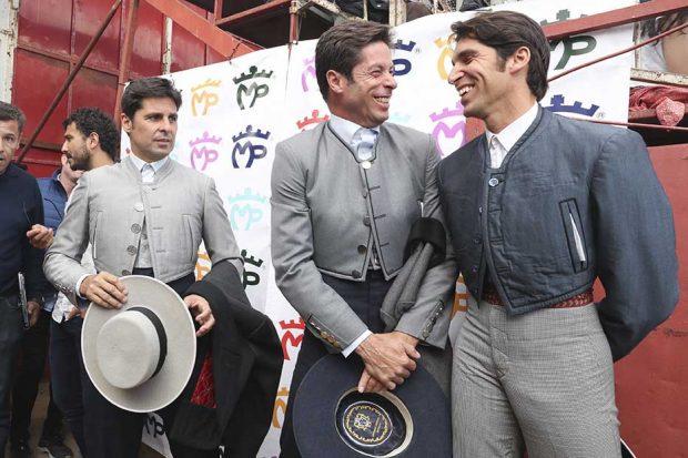 Francisco y Cayetano Rivera junto a su primo, José Antonio Canales Rivera, en una imagen de su reencuentro en Zahara de los Atunes
