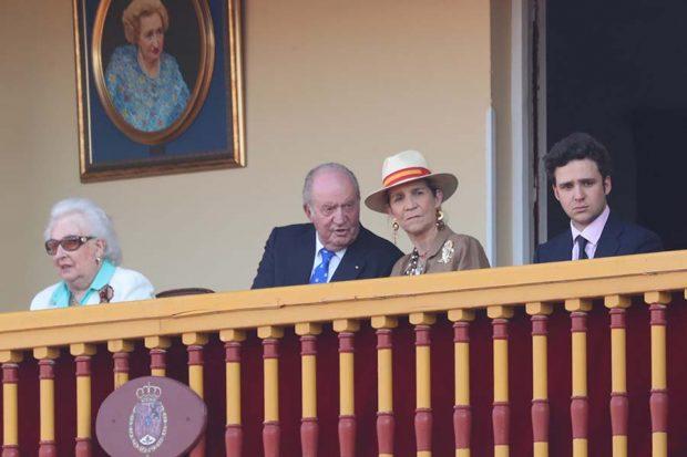 El Rey Juan Carlos acompañado por su hermana, Doña Pilar, su hija, la Infanta Elena y su nieto Froilán