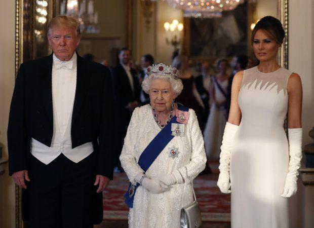La reina Isabel saca la artillería pesada y eclipsa a Melania Trump