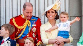 El príncipe Louis, en su debut en el balcón real / Gtres.