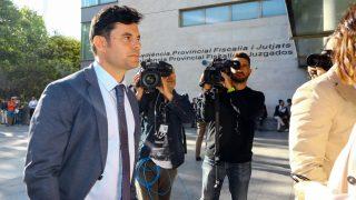 Javier Santos, en el juzgado por su demanda de paternidad a Julio Iglesias / Gtres.
