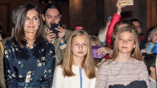 La reina Letizia, junto a sus hijas Leonor y Sofía / Gtres.