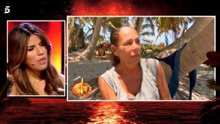 Chabelita escucha las palabras de su madre en 'Supervivientes' / Mediaset
