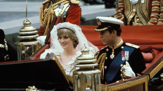 ¿Por qué se ha convertido en noticia el traje de boda de Diana de Gales?