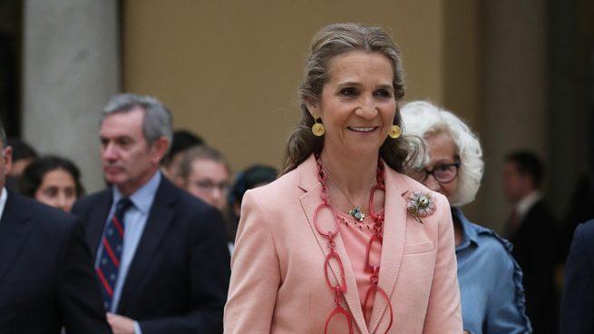 La infanta Elena vuela en solitario tras ejercer de acompañante de don Juan Carlos