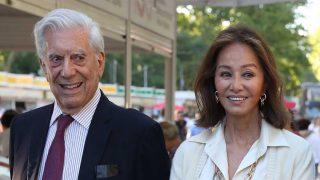 Isabel Preysler y Mario Vargas Llosa en la Feria del Libro de Madrid / GTRES
