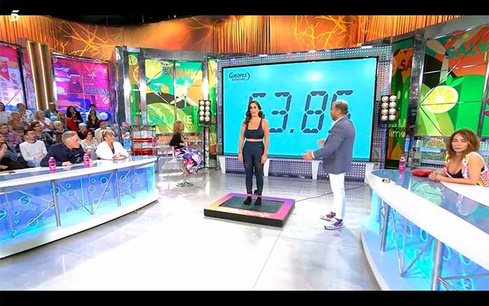 Anabel Pantoja descubriendo su nuevo peso en Sálvame