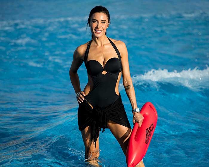 ¿Necesita Pilar Rubio un bikini efecto 'push up'? Probablemente no, pero se lo ha puesto