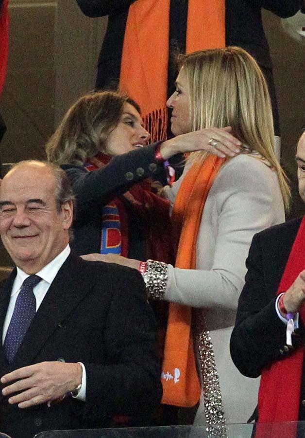 La Reina Letizia y la Reina Máxima de Holanda durante la final del mundial que enfrentó a sus respectivos países / GTRES