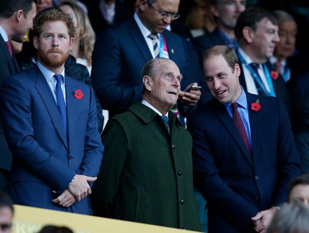 El príncipe Guillermo, el duque de Edimburgo, príncipe Harry