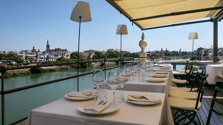Las espectaculares vistas de las que disfrutaron los Beckham desde la terraza de María Trifulca, en Sevilla / elioestudio.com