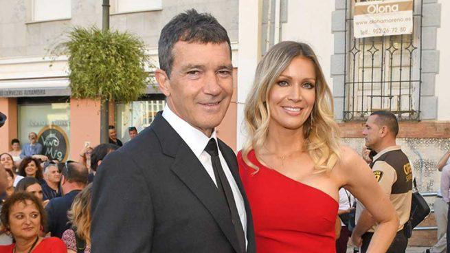 Antonio Banderas y Nicole Kimpel a su llegada a la entrega de premios en Málaga