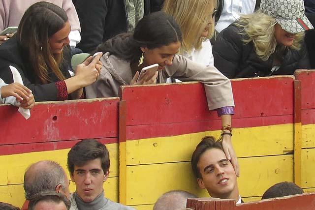 Victoria Federica con Gonzalo Caballero durante una corrida de toros / GTRES