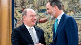 El rey Felipe y Alberto de Mónaco durante su encuentro / Gtres