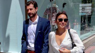 Chenoa y Miguel Sánchez pasean juntos por las calles de Madrid/ Gtres