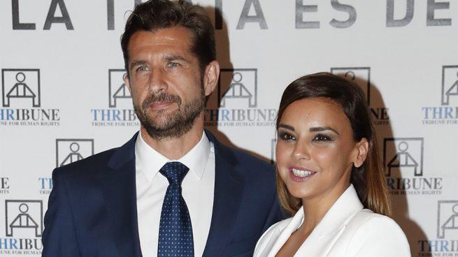 Chenoa anuncia que se casa con el urólogo Miguel Sánchez Encinas