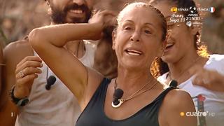 Isabel Pantoja se cortó en directo parte de su melena./Mediaset