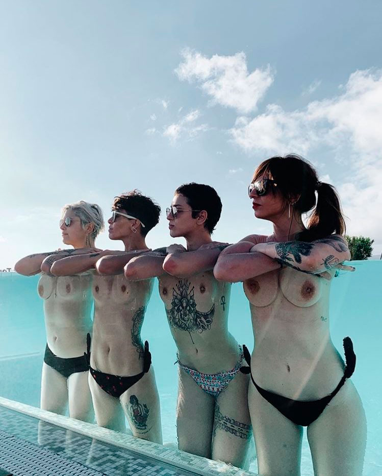 Cuatro 'influencers' se saltan la censura de IG con un original topless múltiple y viral ¿Cómo lo han hecho?