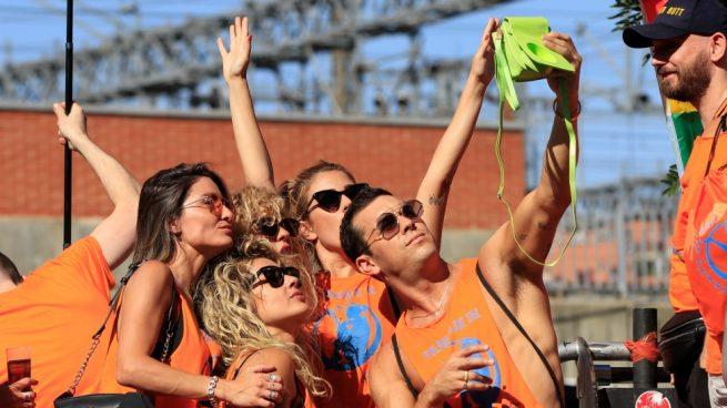 EN IMÁGENES | Los famosos se lanzan a la calle para celebrar el Orgullo