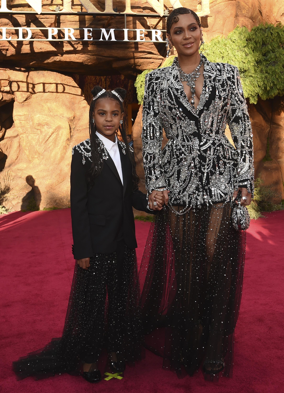 Blue Ivy y Beyoncé con looks clon en la premiere de El rey León