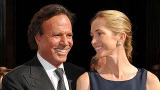 Julio Iglesias y su mujer Miranda Rijnsburger en una imagen de archivo / Gtres