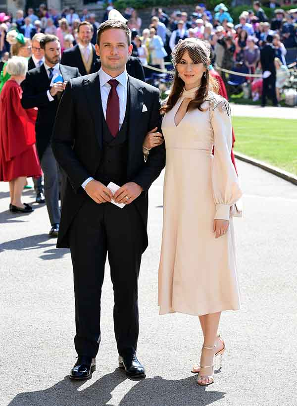 Patrick J. Adams y su mujer durante la boda de Harry y Meghan / GTRES