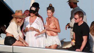 Galería: no te pierdas el fiestón en Ibiza y a bordo de un yate de Elsa Pataky / Gtres