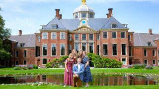 Los reyes de Holanda estrenan su polémico hogar con un alegre posado / Gtres